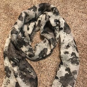Accessories - Gray and Black Flower Shimmer Scarf. Like New!
